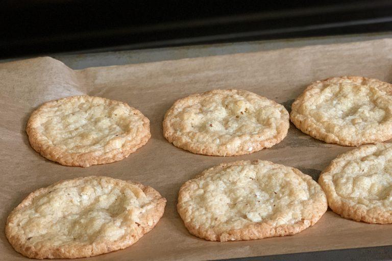 Glutenfreie Cookies mit Macadamia/ Paranüssen und weisser Schokolade - laktosefrei